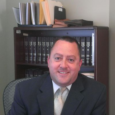criminal defense attorney jeff gedbaw image in office